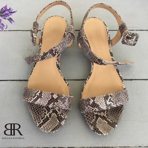 Banana Republic leather ankle strap sandals Sz 7.5